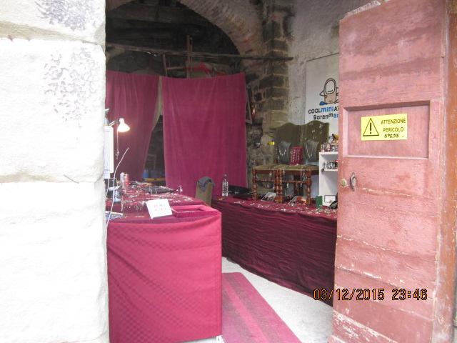 Сувениры на ярмарке ремесел в Тоскане