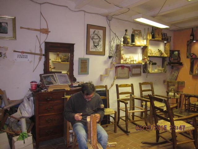 Ремесленник на ярмарке ремесел в Тоскане