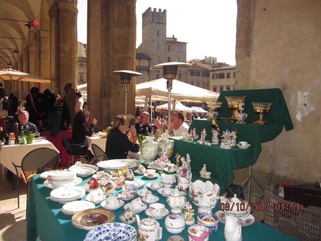 шопинг Ареццо антиквариат посуда